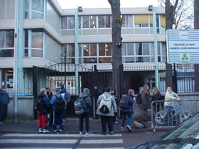 Nos interrogations sur la nouvelle école dans l'annexe LouisBarrault.