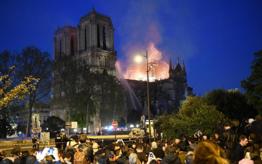 Notre Dame, un chef d'œuvre de notre patrimoine àrebâtir.